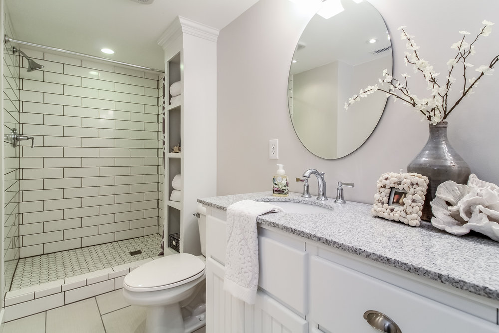 045-Bathroom-5442233-medium.jpg