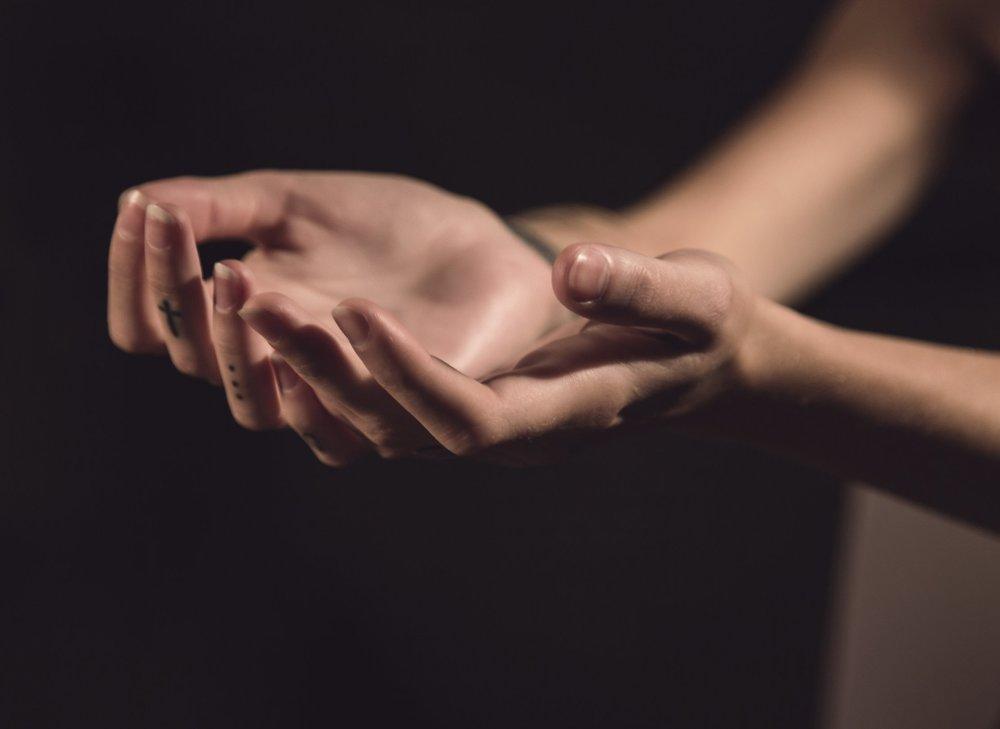 faith open hands medium