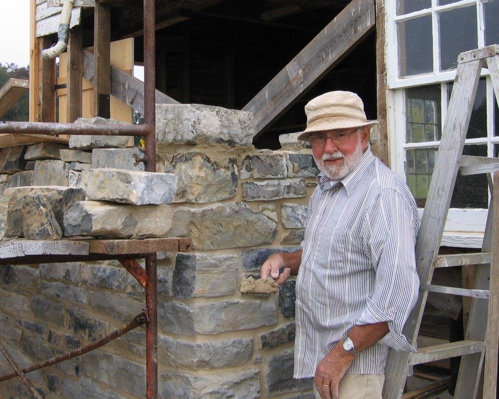 Ervie+Glick+lays+stone+for+Wash+House+chimney+10-1-08+ab.jpg