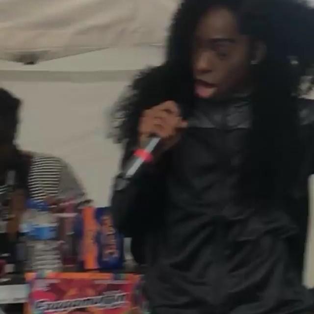 @karnagekills lighting up Faggamuffin at #HackneyCarnival 🔥  #WolvesInTheCity #QueerArt #ukGrime #melalin #lgbtq🌈 #blackboyjoy