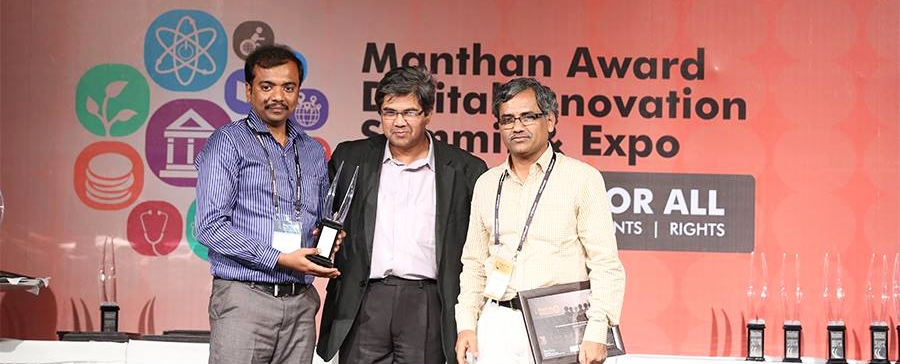 Prof AG Ramakrishnan (extreme right) receiving Manthan award (2012) with his student Shivakumar (extreme left)