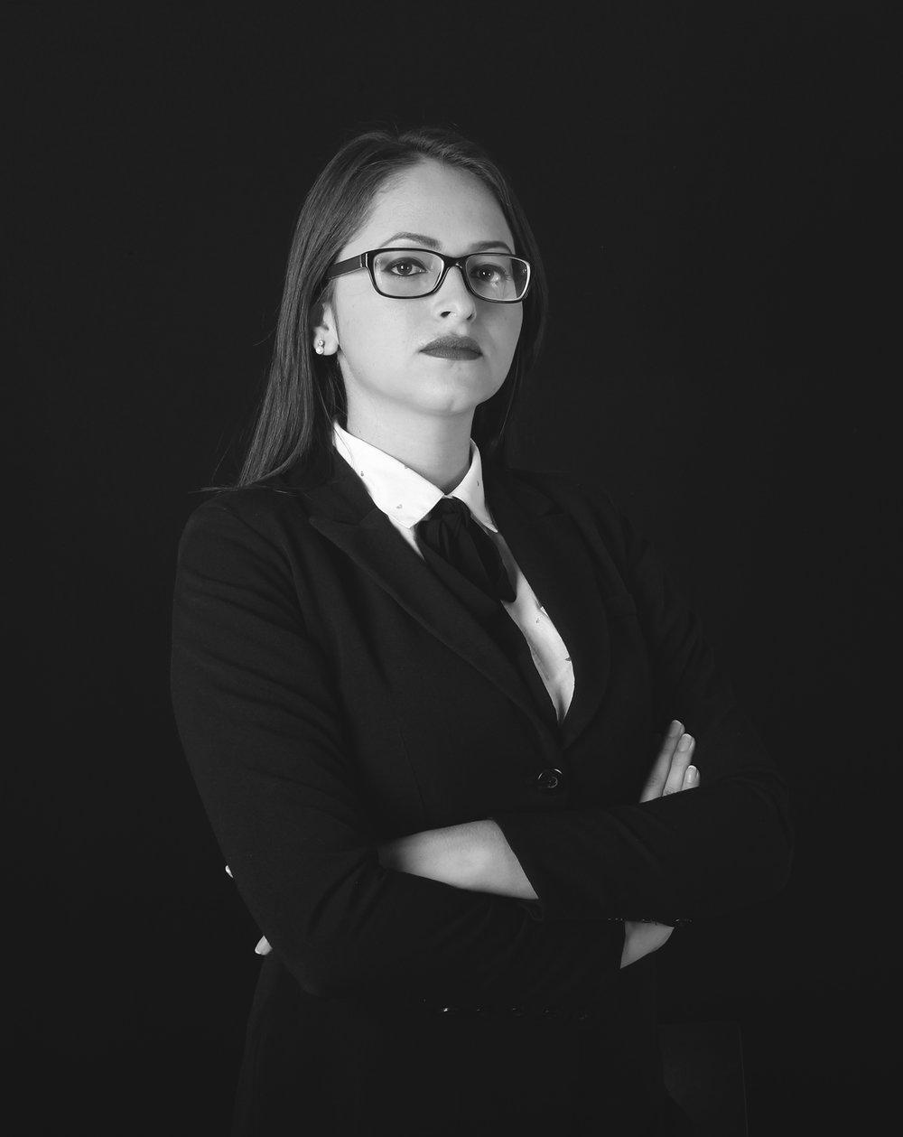 Yuli Moreira   Diseñador | Gestión de diseño y RRPP    Behance    |    Perfil Linkedin