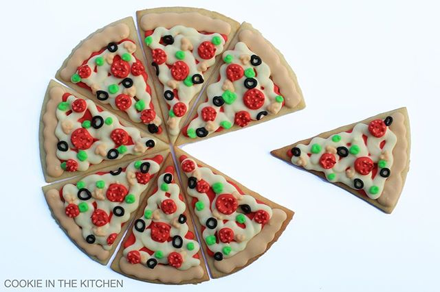 Looks like these cookies dressed up as pizza for Halloween 😉  what are you dressing up as?