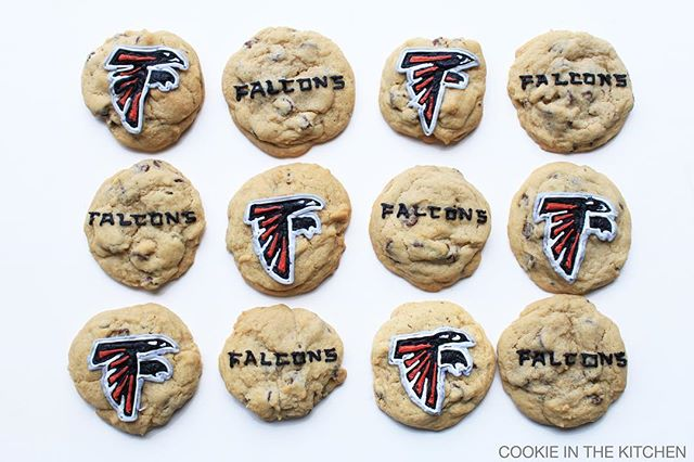 Happy Super Bowl Sunday y'all! (or just happy Sunday to any non-football fans 😉) Are you team #falcons or team #patriots?