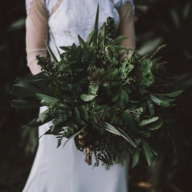 Green is the new black.⠀⠀⠀⠀⠀⠀⠀⠀⠀ #FLORALLOVE⠀⠀⠀⠀⠀⠀⠀⠀⠀ @bali_wedding_guide⠀⠀⠀⠀⠀⠀⠀⠀⠀ @florabotanicadesigns #wedding #weddingday #ido #weddinginspo #bridetobe #style #centralwestwedding #dubbowedding #mudgeewedding #orangewedding #weddingdecor #weddingstyle #weddingtheme #whitemagazine #hellomay #loveislove #happy #thebridesavenue #bridalblog #bridalblogger #weddingblog #flowers #weddingflowers #bridalbouquet #weddingbouquet #florals #florallove #bridalbouqet #flowersofthday