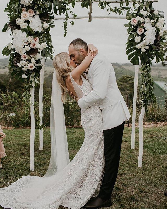 Arbour goals // via @janehillbridal . #wedding #weddingday #ido #weddinginspo #bridetobe #weddedwonderland #style #centralwestwedding #dubbowedding #mudgeewedding #orangewedding #weddingdecor #weddingstyle #weddingtheme #whitemagazine #hellomay #loveislove #happy #relationshipgoals #married #marriedatfirstsight #thebridesavenue #bridalblog #bridalblogger #weddingblog #bride #groom #bridalgown #weddingdress #weddingwire
