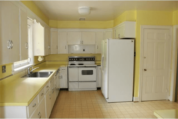 Don't you love those yellow countertops?