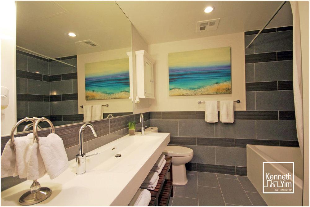 09 - Bathroom.jpg