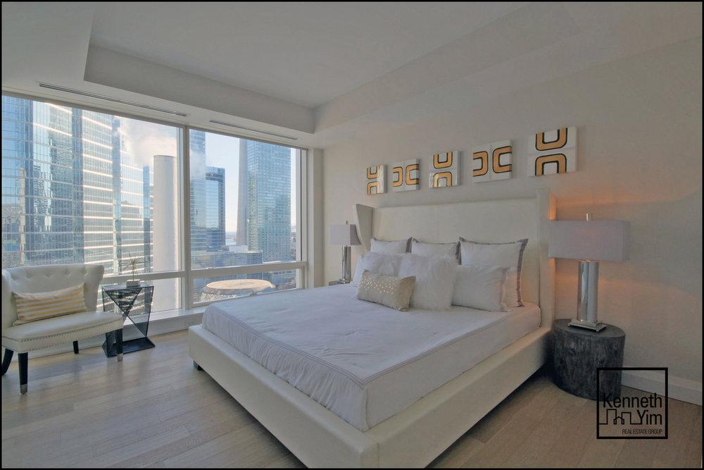 12 - Master Bedroom - IMG_1003_4_5.jpg