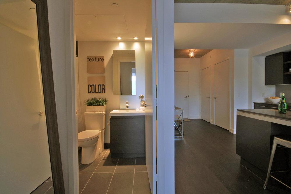 10 - Washroom.jpg