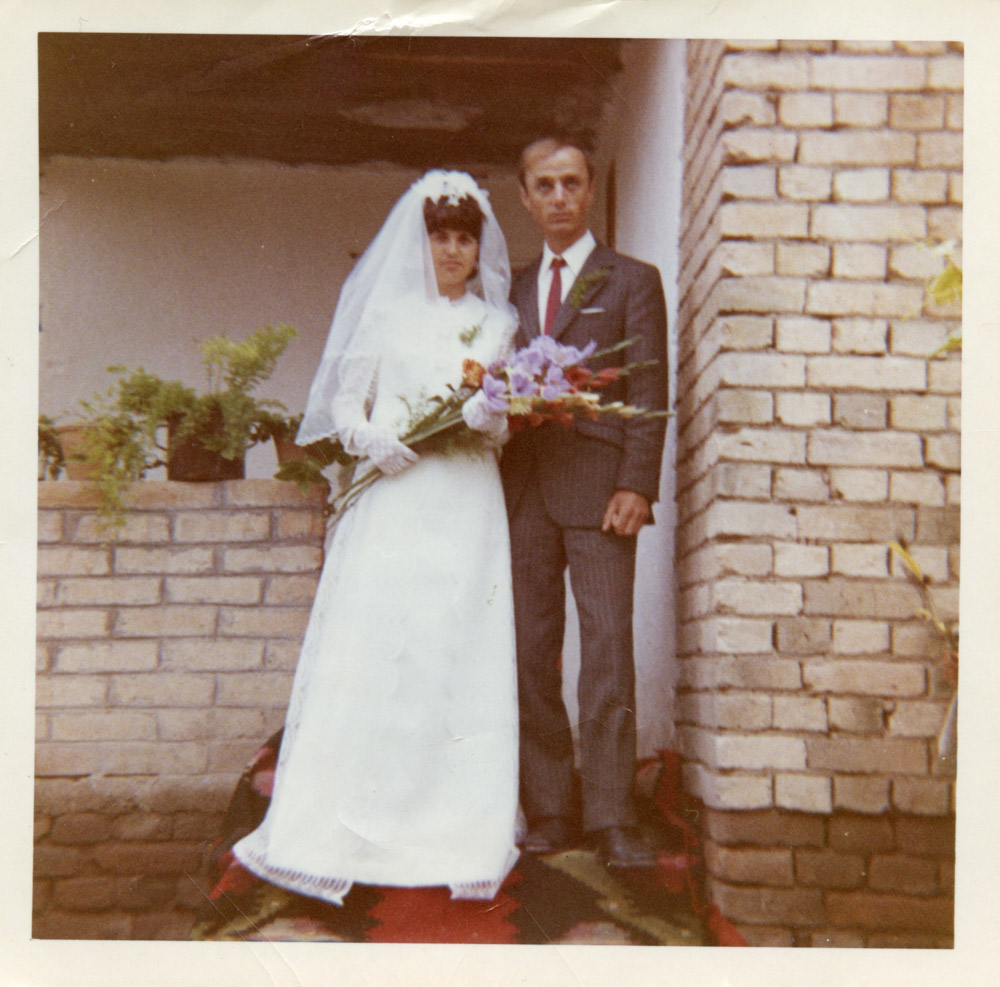 Our approach for your wedding day stems from your family photo albums. -
