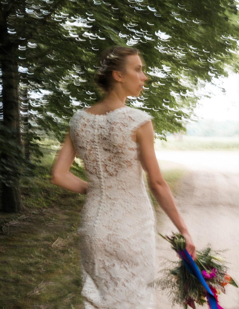 bride walking down driveway.jpg