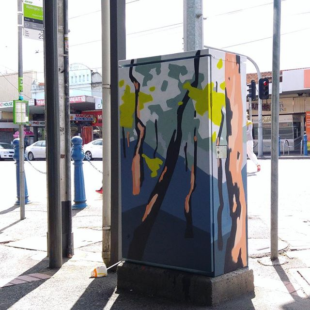 Here is one ☝️of the eight boxes that have already been painted painted by our first amazing commissioned artists Helen Proctor @helen___proctor. #mofproject #signals #mooneeart #publicart