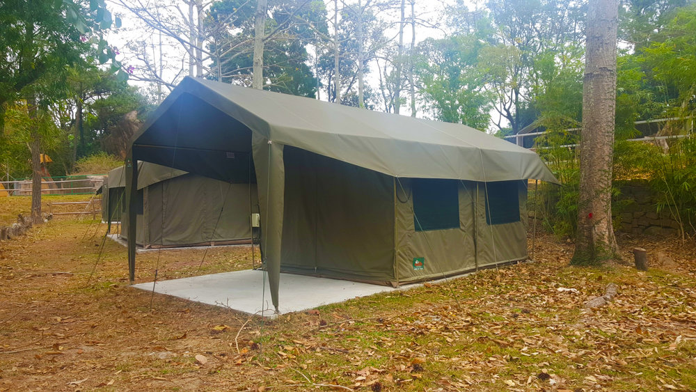 Safari Tent Medium : Sleeps 1 Double Bed + 2 Single Beds (Max 4 persons) Very comfortable. Suitable for Mother and Children. 6 UNITS AVAILABLE  Fri-Sun Accommodation :  $ 3,900 hkd