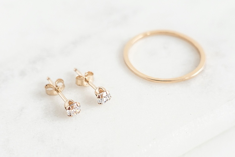 Oh My Clumsy Heart  // Another Instagram celeb, Sophie Davis is a minimal lifestyle blogger and designer and maker behind  Oh My Clumsy Heart  jewellery brand. Simple and charming jewels are the order of all the days.