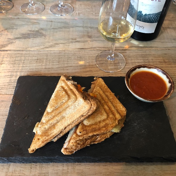 Arch 13 is finally putting   toasties   on the pedestal they deserve. Pair the vegan cheese, mediterranean veggies and Peel and Stone combo with a natural, Romanian Grunspitz.