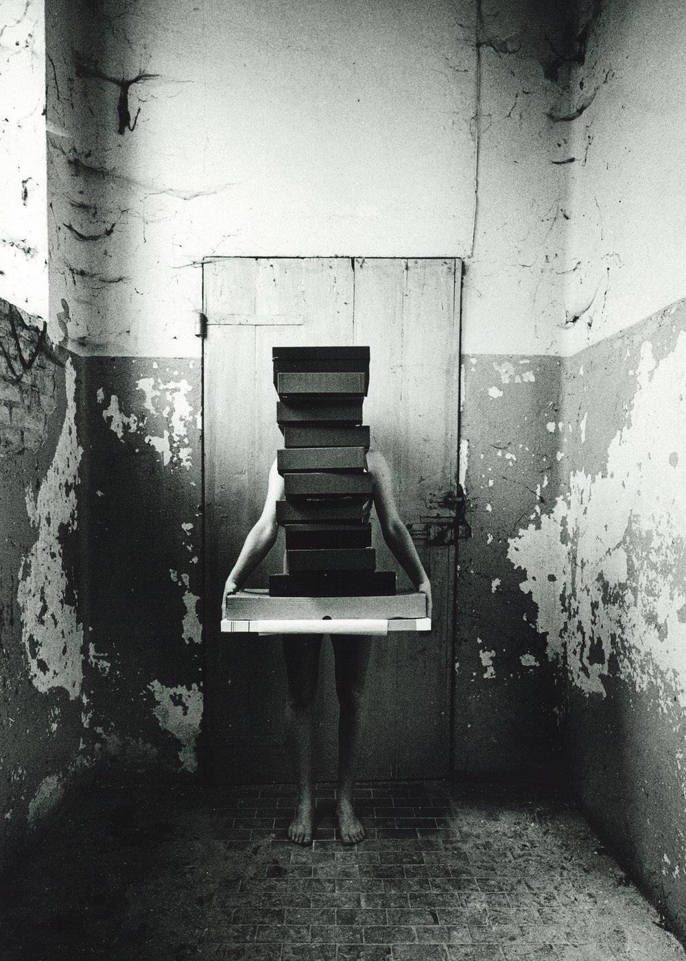 la ragazza in scatola ( 1 - sx ) 300dpi.jpg