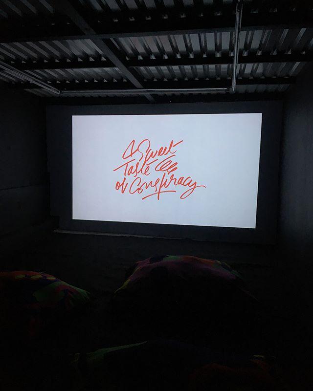 """Debido al éxito de """"A Sweet Taste of Conspiracy """" tendremos una proyección extra el lunes 24 a partir de las 19 hrs de ambos ciclos. Todo esto en FUEGOOOOO!  @fuegocdmx @pucemoment_  #fuegocdmx #heiwataprojects #anaislepage"""