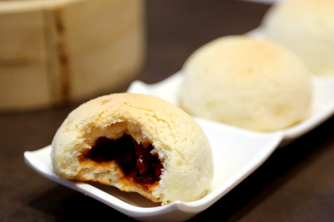 BBQ pork buns at Tim Ho Wan. Photo from  danielfooddiary.com .