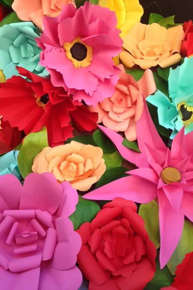 197 giant paper flowers, ranging from 3.5 feet to 5 feet in diameter.