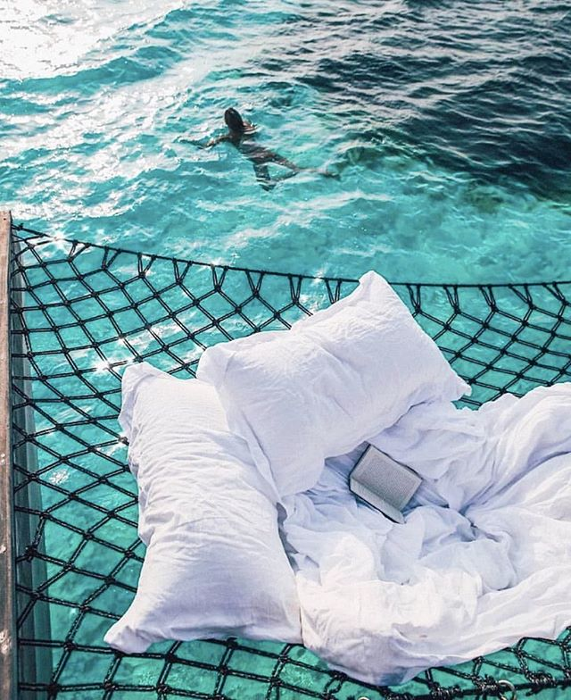 Not sure about you but I was hoping to squeeze in a last bit of Winter sunshine before it gets cold & grey in the UK 🌫So I've been looking around and doesn't this look like the perfect spot to chill on a holiday @pinterestuk 😍Where is your favourite holiday by the sea to chill? Recommendations welcome 🐳 #LaraJeanLoves #SunsCalling #travel #holiday 🌞