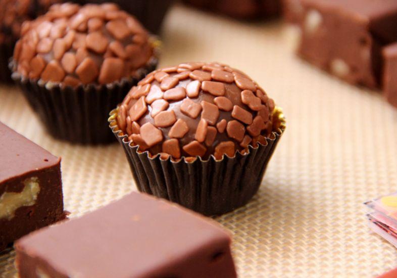 brigadeiro-chocolate-recheado.jpg