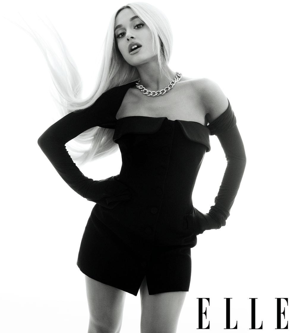 Ariana_Grande_photoshoot_for_ELLE_Magazine_2018_(5).jpg