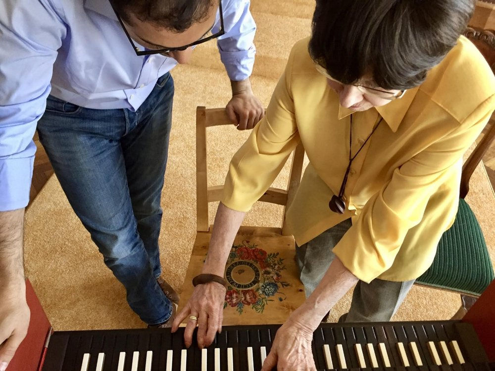 Zuzana Růžičková shows Mahan Esfahani something on the harpsichord