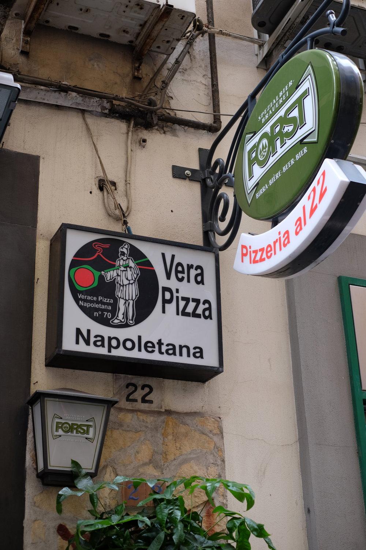 Pizzeria al 22,Via Pignasecca 22, 80134 - Napoli