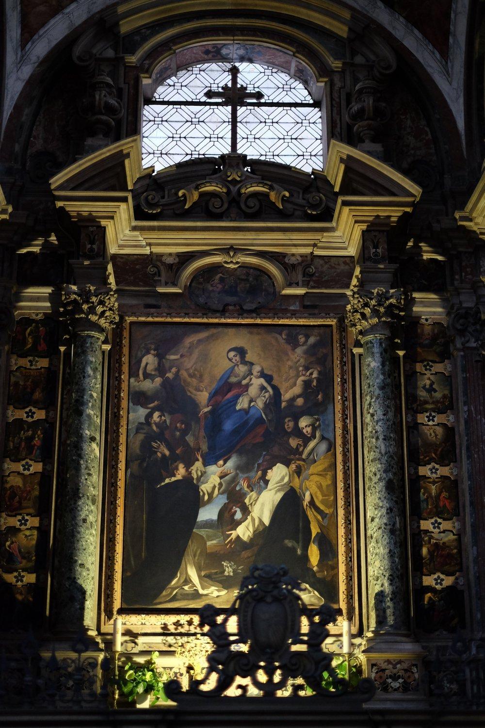 The altar with the  Madonna of the rosary and saints  by Massimo Stanzione in the Cacace Chapel.