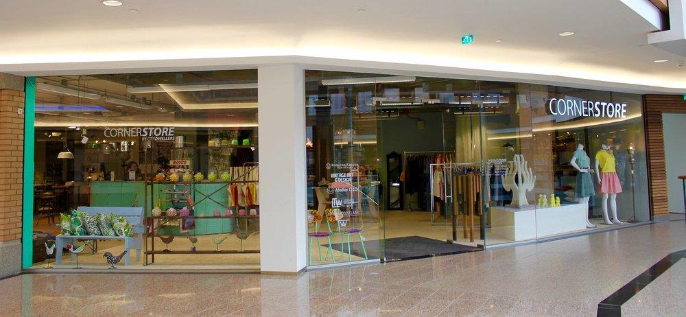 Winkelcentrum de Heuvel -ingang Catharinaplein - eerste etage     Winkelcentrum Heuvel Eindhoven    De Heuvel 233   5611 DK Eindhoven     Openingstijden   maandag    gesloten dinsdag     10.00-18.00u woensdag   10.00-18.00u donderdag 10.00-18.00u vrijdag      10.00-21.00u zaterdag    10.00-17.00u zondag     13.00-17.00u