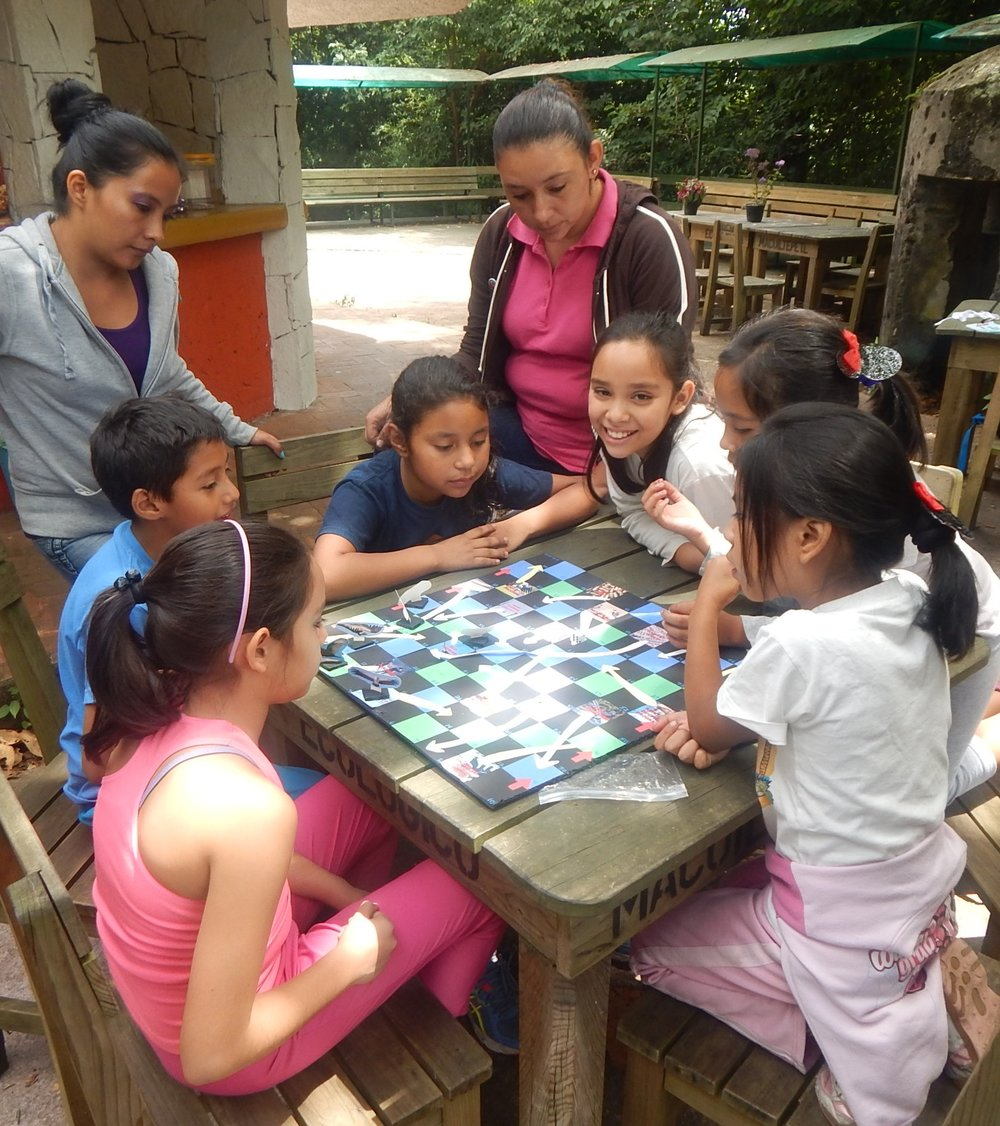 Children in Veracruz playing our vulture migration game: