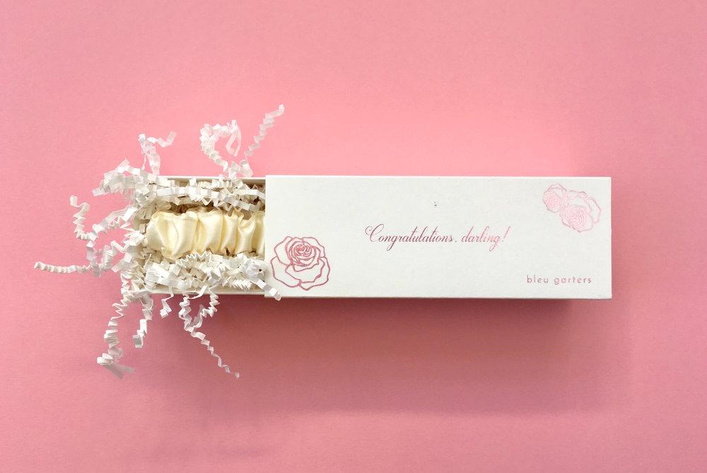 Bleu-Garters-Pink-Bridal-Box_2.jpg