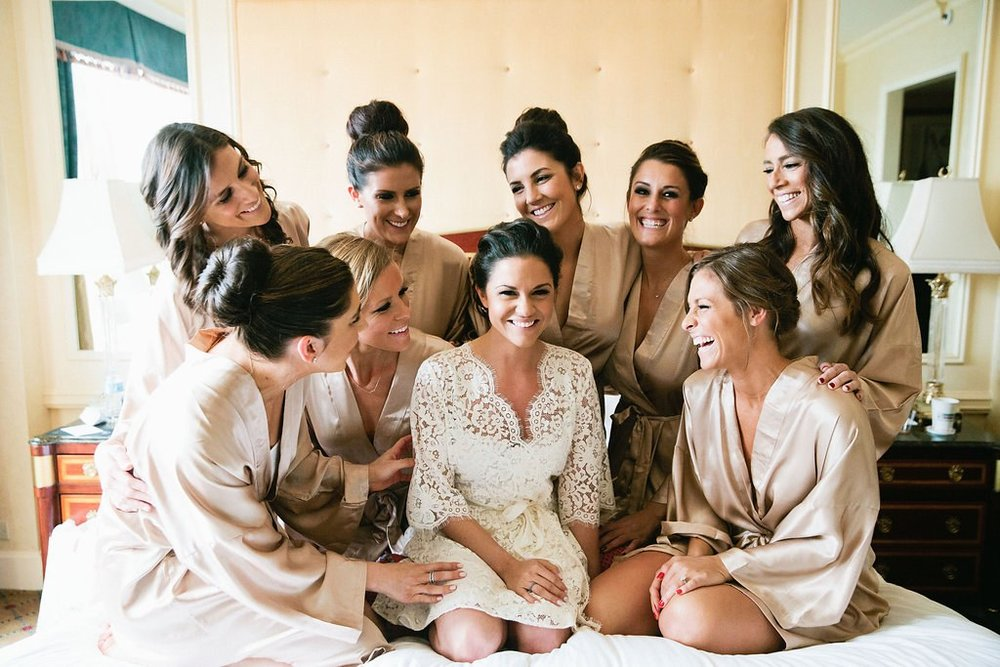 getting-ready-with-your-bridesmaids-tips.jpg