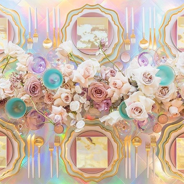 Dissecting color palettes is literally one of my fav things to do... so it's a wild Friday night here for sure! 😜. New post up on Spring 2019 Wedding Color Palette Trends (link in bio). Think tonal greens, sophisticated pastels, and pops of Gen Z yellow⚡️! Speaking of sophisticated pastels, I still can't get over this psychedelic table from @thecreamevent a couple years ago, by the super creative team @casadeperrin + @megan_gray . I meeeaann 💛✨