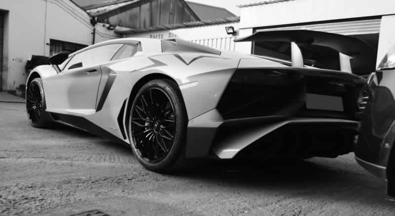 lamborghini bumper repair in north west london