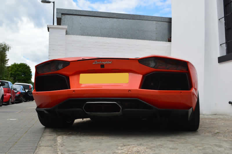 lamborghini accdient repair london