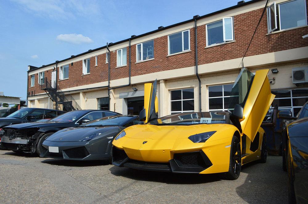 Lamborghini-Bodyshop-in-London.jpg