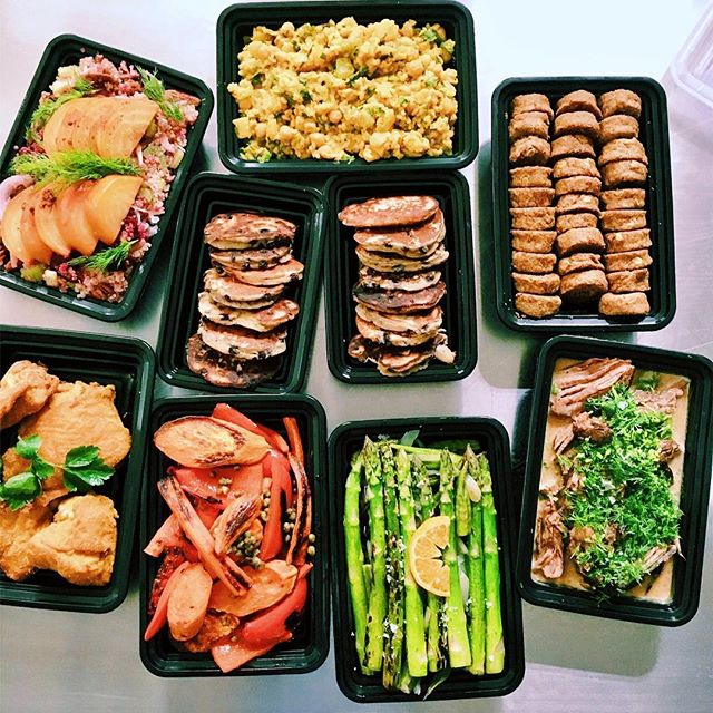 This is what a #familystyle weekly looks like. #bespoke #hankandbeandelivery #hankandbeanla #dtla #mealprep #prepacks #madefresh #healthyliving #wellness #alldietswelcome #tasty