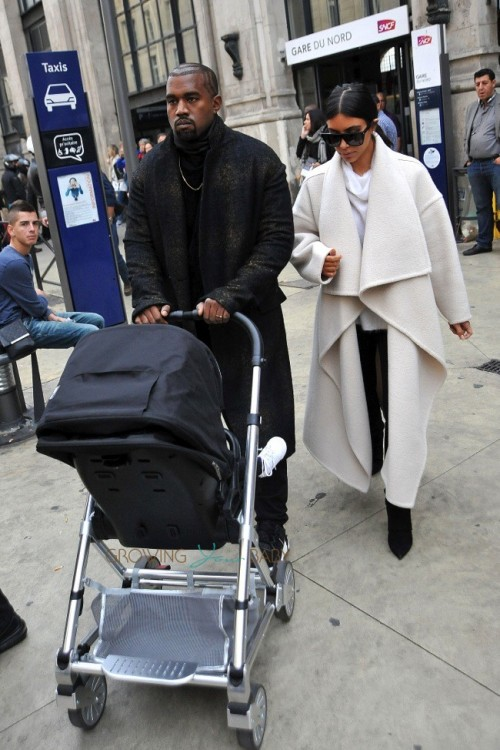 Kim-Kardashian-and-Kanye-West-in-Paris-with-their-daughter-North-West--500x750