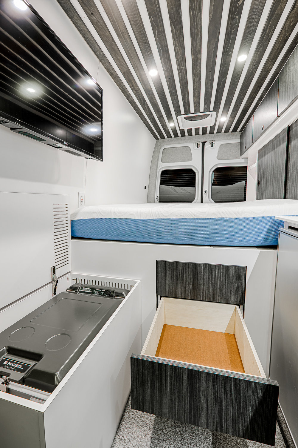 Lift up the storage bench and find the Engel freezer that sits conveniently next to the three drawer Pushloc system.