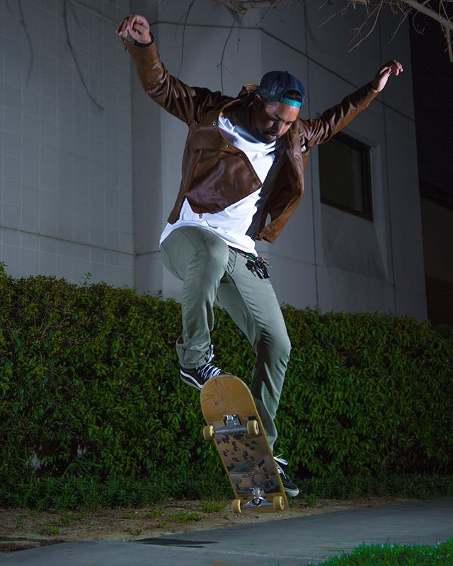 @mrr88 taking off! Im getting used to my strobes. Still have a ways to go. But Im liking my progress. 👌🏼🤙🏼 #photo #photography #photoshoot #photographer #art #model #sports #losangles #instalike #headshots #citylife #instart #adventure #flash #Skating #streetphotography #instagram #skateboarding #heatercentral #artofvisuals #instastyle #beautifuldestinations #illgrammers #instaartist #instagood #instadaily