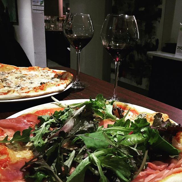 Another amazing local spot in @libertyvillagetoronto. $10 Pizzas and $1/oz vino. Come and visit the guys at @ciaoeuropacafe  #pizza #torontofoodie #foodporn #yyzeats #tuesdayspecials #dinespecial #fooddeals #tuesdays