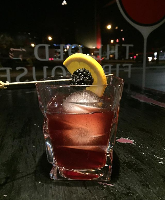 Negroni. . . . . #craftcocktail #mixologist #mixology #cocktailart #cocktailbar #negroni #negronitime #ginlove #campari #cowichanvalley #downtownduncan #duncancitysquare #bartenderlove #spirits #ginstagram #craftcocktails #cocktailtime #cocktailartistry #cocktailart #cocktailartists #ginlovers #negronilovers #mixologyart #alchemy #drinksofinstagram #vancouverisland