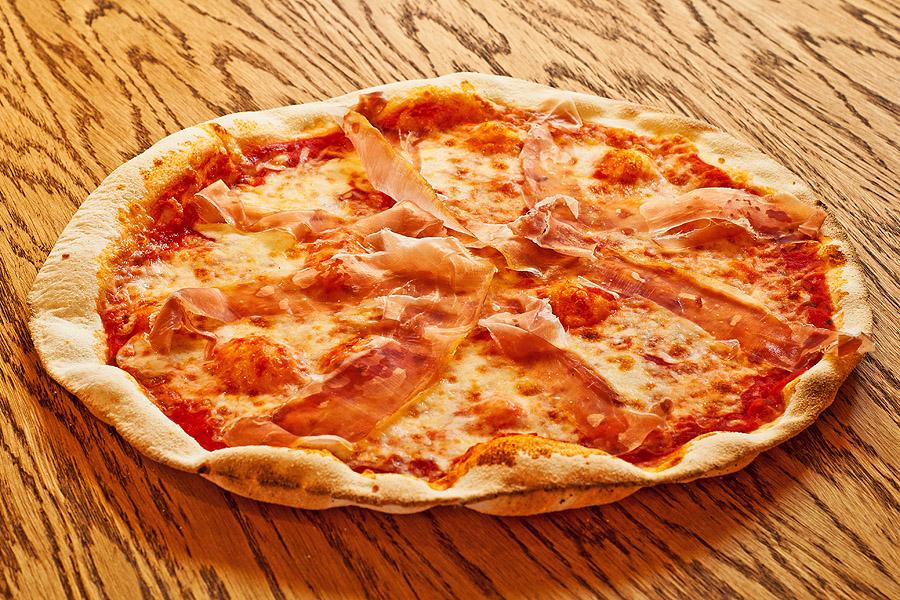 Прошутто Крудо – 530.00 р.  Сыр моцарелла, сыровяленая ветчина. 480 г