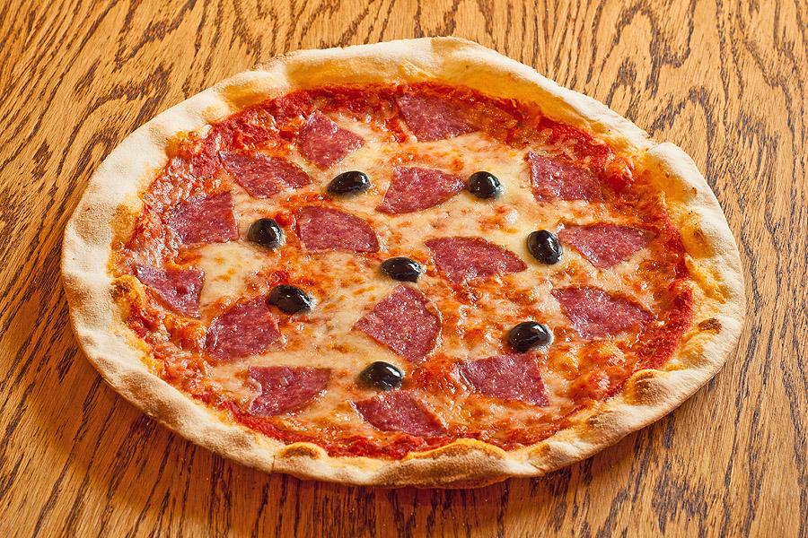 Cалями Милано – 430.00 р.  Салями милано, маслины, сыр моцарелла. 480 г