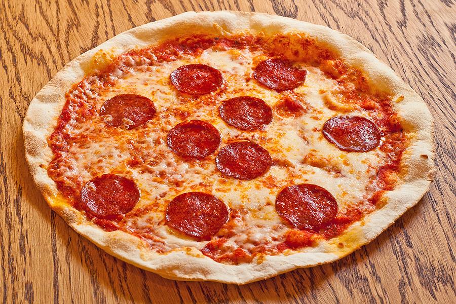 Пепперони– 420.00 р.  Сыр моцарелла, пепперони. 490 г