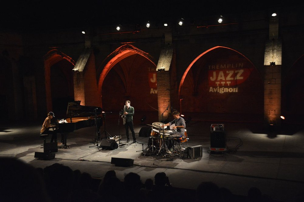 Avignon live by Joris Lasure.jpg