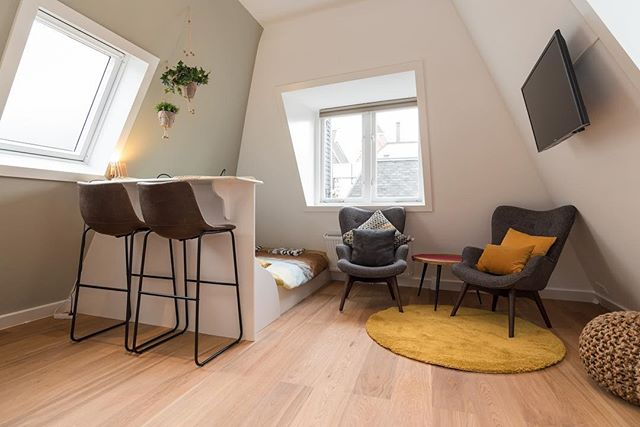 Complete renovatie oud herenhuis • realisatie van 4 studio's en 2 luxe appartementen in hartje Amsterdam. Het pand is opgesplitst in meerdere eenheden, er is een nieuwe fundering gestort en een nieuw dak geplaatst. Door het gehele pand zijn nieuwe vloeren gelegd, badkamers geïnstalleerd en zijn alle elektrische installaties heringedeeld en geplaatst. Meer te weten komen over wat wij doen, bezoek onze website: www.bouwmeesters.amsterdam  _______________________________________________________ . . . #bouwmeesters #bouwmeestersamsterdam #renovatie #completerenovatie #wooninspiratie #aannemers #aannemersbedrijf #interior #exterior #luxeryhomes #homedesign #bathroomdesign #amsterdam #vakwerk #maatwerk #vakmanschap #ambacht #bouwkundigadvies #keukenrenovatie #keuken #kitchendesign #kitcheninspiration #renovation #contractors