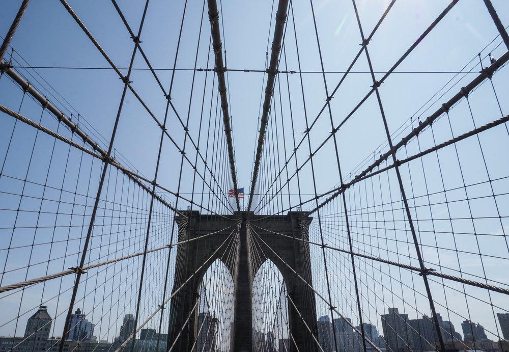 curio.trips.usa.nyc.brooklyn.bridge.landscape.jpg